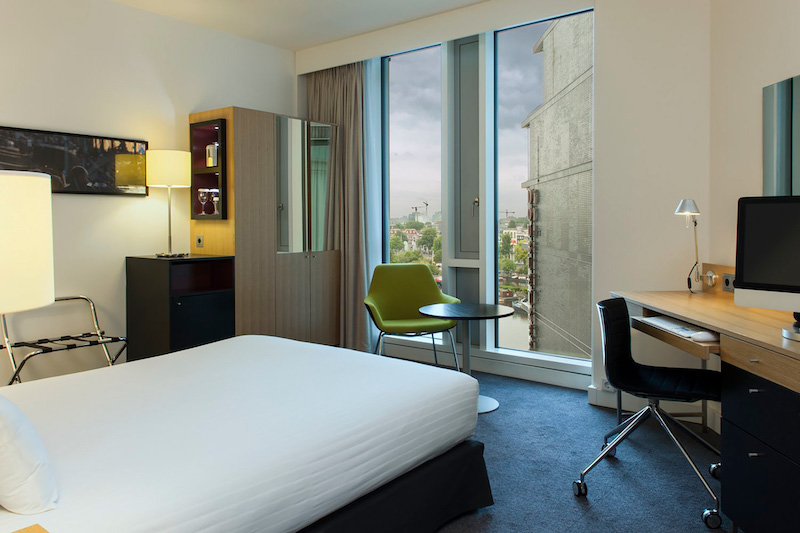 An accessible guest room at the DoubleTree by Hilton Amsterdam Centraal Station